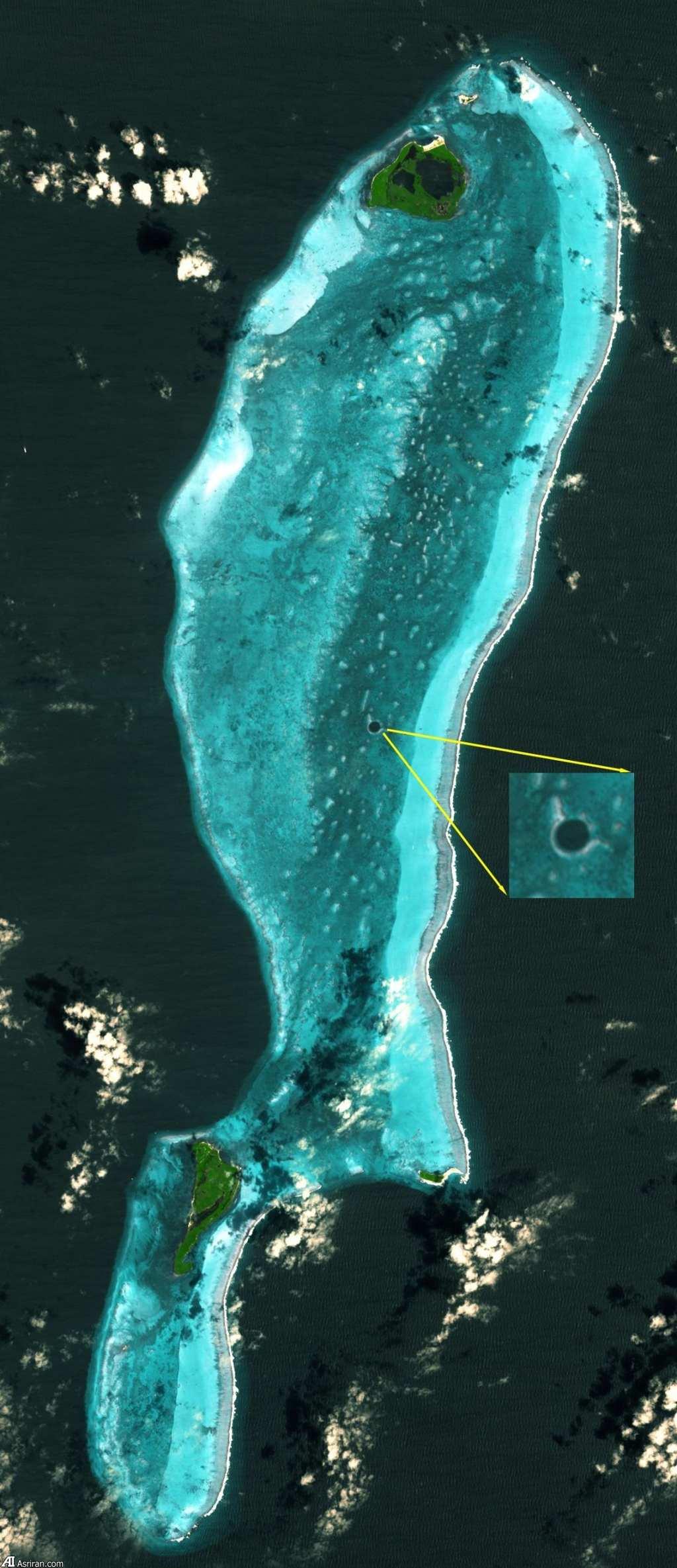 Hố xanh vĩ đại (Great Blue Hole) ở Belize trong một bức ảnh chụp của ASTER.