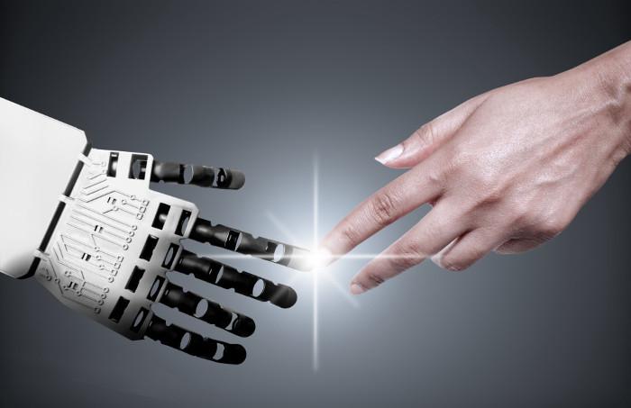 Hành động chạm vào bộ phận nhạy cảm ở robot có thể kích động sinh lý con người.
