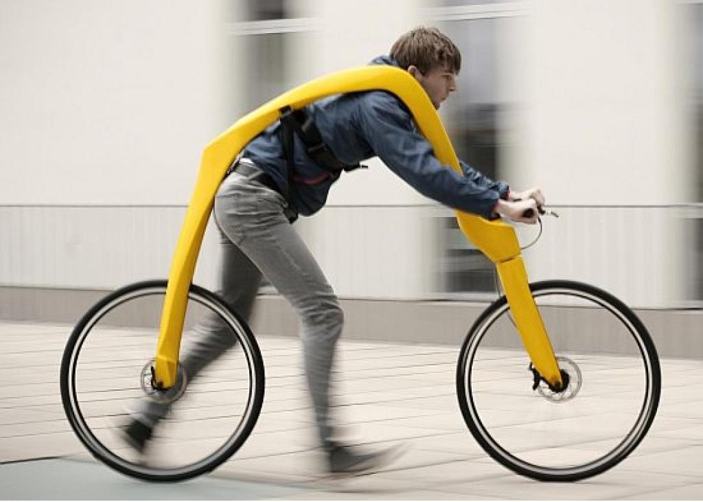 Xe đạp dành cho người đi bộ. Người điều khiển phải chạy bộ để tạo ra vận tốc đủ lớn cho bánh xe tự quay tiếp, sau đó có thể gác chân về phía bánh sau và tận hưởng cảm giác xe chạy bon bon trên đường. Khi xe giảm tốc độ, người lái lại tiếp tục đưa chân xuống đường để... chạy bộ.