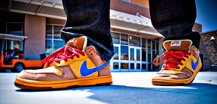 Đôi giày chỉ dùng để đá... cho vui. Đôi giày này là phát minh của người Mỹ giúp người sử dụng tạo ra những cú đá chỉ để... cho vui và không có tác dụng gì hơn những đôi giày thông thường khác.