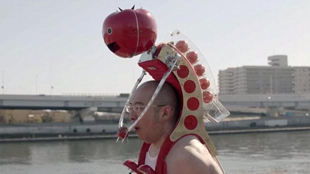 Tomatan – Máy đút cà chua cho vận động viên. Tomatan có hình dáng như một chiếc ba lô và thường được đặt trên vai các vận động viên. Chiếc máy này có thể chứa 6 quả cà chua cỡ vừa, khi kéo chiếc cần nhỏ ở chân robot, cánh tay sẽ chuyển động và một quả cà chua được đẩy ra, đưa tới trước miệng của người sử dụng. Ngoài ra, Tomatan còn có hệ thống đếm thời gian để tránh việc vận động viên ăn hết cà chua quá sớm trước khi cuộc đua kết thúc.
