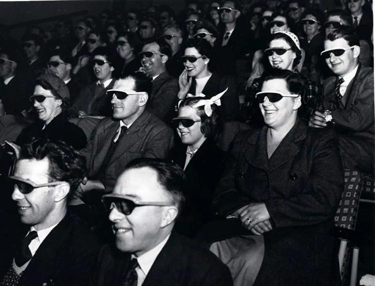 Công nghệ 3D lúc đó sử dụng chiếc kính có một bên màu đỏ và một bên màu xanh để chia ánh sáng đến hai mắt tạo ra hình ảnh ảo có chiều sâu.