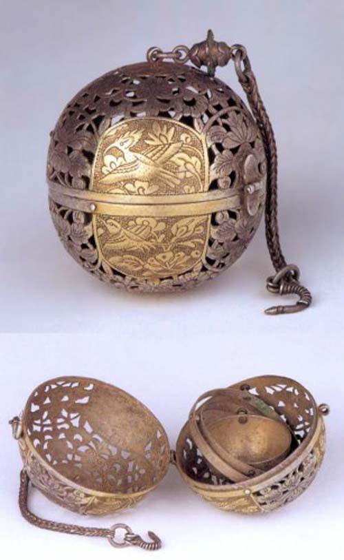 Lư hương từ triều đại nhà Đường (618-907 TCN) được sử dụng để giữ ấm và mùi thơm.