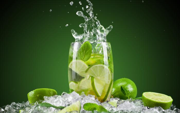Mùa hè nóng bức mà được uống một ly nước chanh mát thì còn gì bằng.