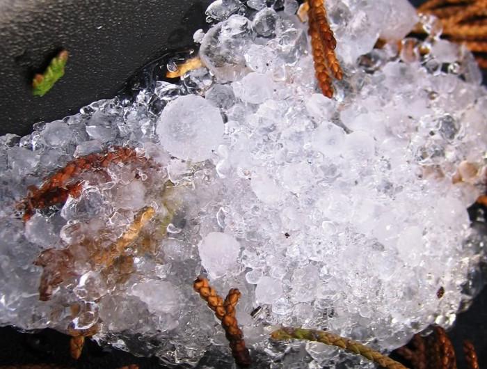 Ẩn trong cơn mưa đá còn có rất nhiều điều bí mật có thể bạn chưa biết.