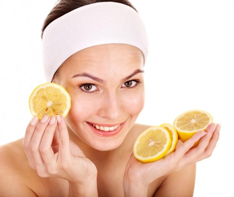 Mật ong và chanh là sự kết hợp hoàn hảo giúp bạn hấp thu được đầy đủ dưỡng chất, năng lượng và thúc đẩy hàm lượng collagen trong cơ thể. Hàm lượng collagen cao làn da bạn sẽ trông tươi sáng tự nhiên.