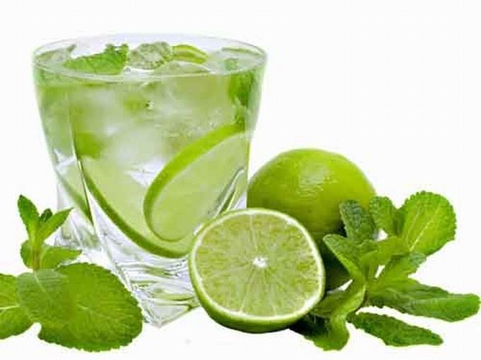 Nước chanh giàu tính kiềm giúp cân bằng độ pH trong cơ thể.
