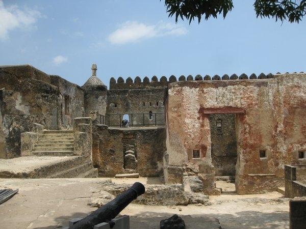 Pháo đài Jesus xây dựng với mục đích để bảo vệ cảng Mombasa.