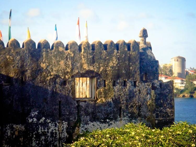 Pháo đài sử dụng cách xây truyền thống của người dân bản địa kết hợp với nguyên vật liệu địa phương như đá, san hô... đã tạo nên một diện mạo vô cùng ấn tượng cho pháo đài.