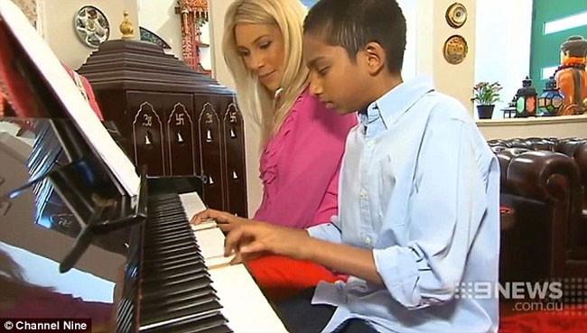 Không chỉ là một thần đồng, Sharvin còn là một nghệ sĩ piano điêu luyện.