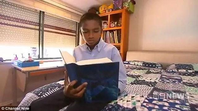 Cậu bé luôn nỗ lực và từ học mà không cần sự hối thúc từ gia đình.