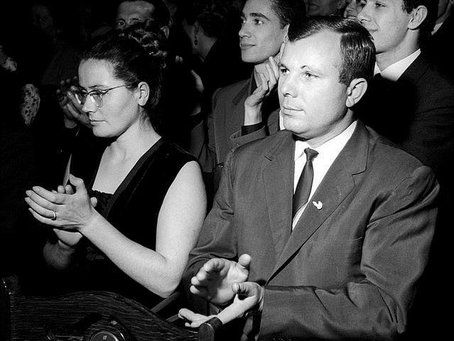 Yuri Gagarin và vợ. (Ảnh: Wikipedia)