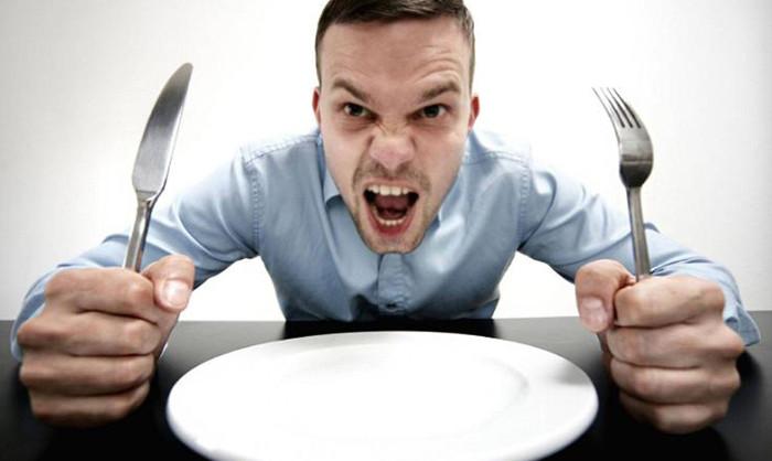Khi tất cả đường bị loại bỏ nhanh chóng khỏi máu, nó kích hoạt cơn đói và cảm giác thèm thực phẩm carbohydrate hơn nữa.