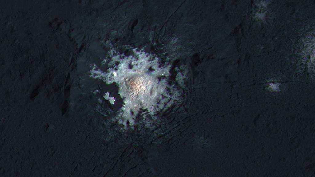 Một điểm sáng khác xuất hiện kỳ lạ trên bề mặt hành tinh Ceres với độ sáng mãnh liệt chưa từng có.