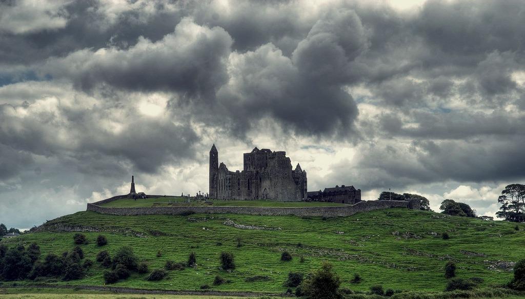 Pháo đài Rock of Cashel - còn được mệnh danh là Pháo đài Cashel của các vị vua.