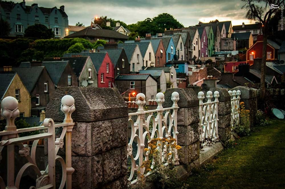 Thị trấn Cobh, còn được biết đến với tên gọi Queenstown (từ năm 1850 - cuối những năm 20 của thế kỷ trước) là một cảng du lịch nổi tiếng ở phía Nam Ireland.