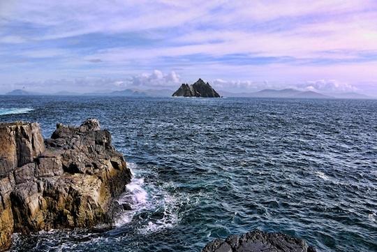 Quần đảo Skellig nơi có rất nhiều các loài chim đến cư trú và là địa điểm ngắm chim nổi tiếng tại Ireland.