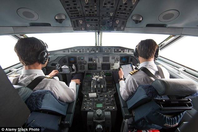 Thực tế thú vị là phần lớn các trường hợp nhiễu hệ thống liên lạc radio là do sóng từ điện thoại của thành viên phi hành đoàn gây ra.