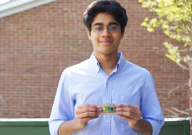 Venkatakrishnan, 16 tuổi, phát minh thiết bị trợ thính giá rẻ khi đang ngồi trên ghế nhà trường.