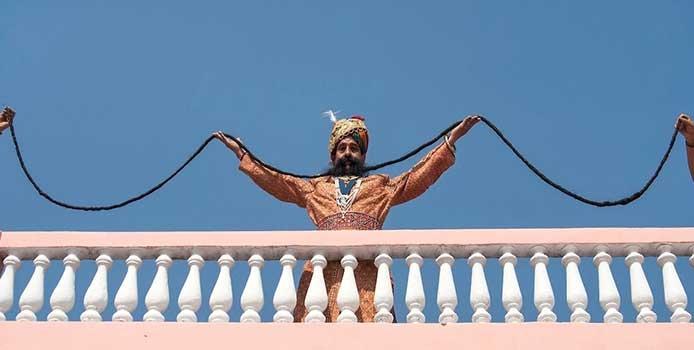 Ông Chauhan sở hữu bộ râu ria mép dài nhất thế giới.
