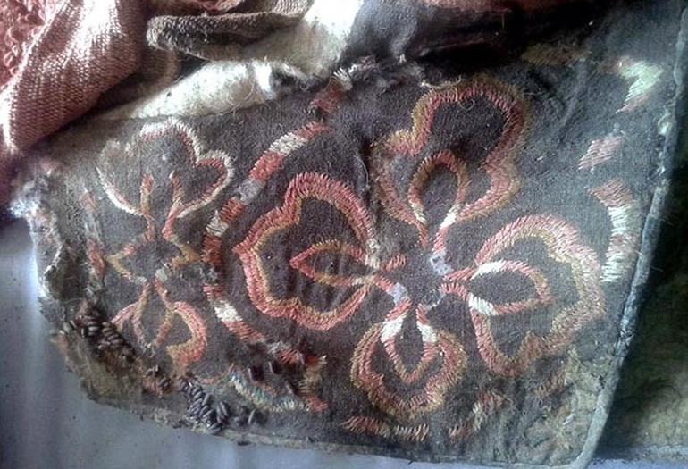Một chiếc túi thêu cho thấy trình độ thủ công thời đó.