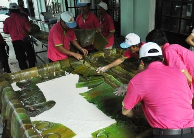 Chiều 13.4, Công viên Văn hóa Đầm Sen, TP.HCM tổ chức gói bánh chưng làm lễ vật dâng cúng các Vua Hùng vào ngày 10.3 Âm lịch.