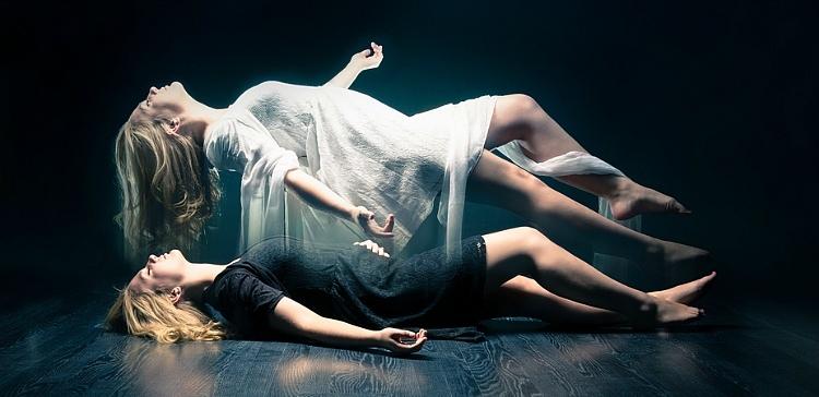 Sau sự thối rữa, cơ thể phân hủy một cách nhanh chóng để biến thành bộ xương.