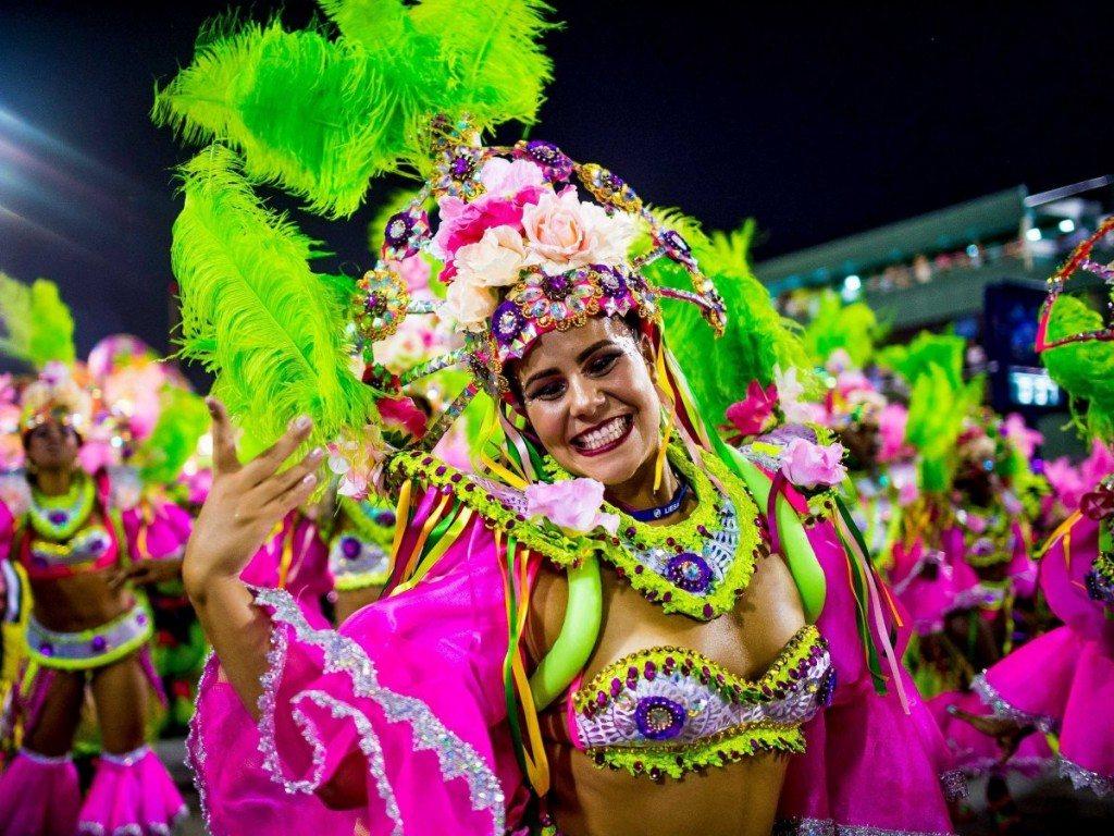 Tiệc tùng tại lễ hội lớn nhất thế giới ở Rio de Janeiro, Brazil.