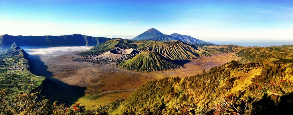 Khám phá gần 45 núi lửa ở Java, Indonesia.