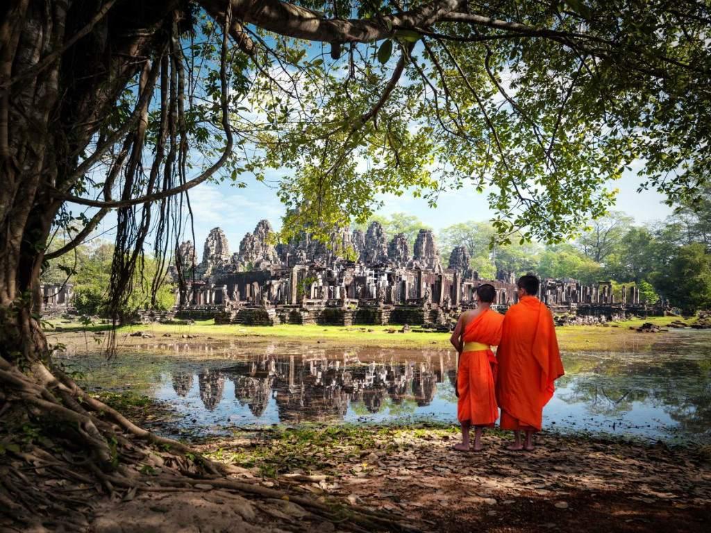 Du lịch bụi ở Đông Nam Á. Những điểm đến nổi tiếng là Chiang Mai ở Thái Lan, Angkor Wat ở Campuchia, Lào, Hà Nội Việt Nam, Bali và Ubud ở Indonesia.