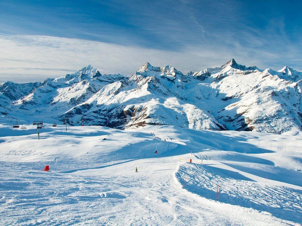 Trượt tuyết trên những con núi hùng vĩ của dãy Alps, Thụy Sĩ.