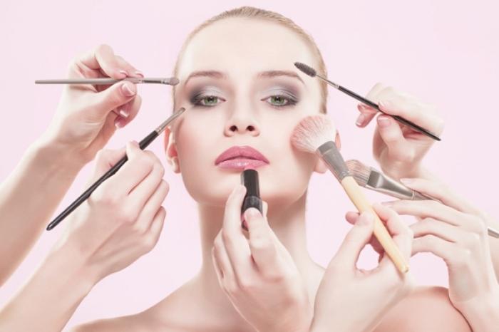 Mỹ phẩm chứa những độc tố gây hại cho làn da.