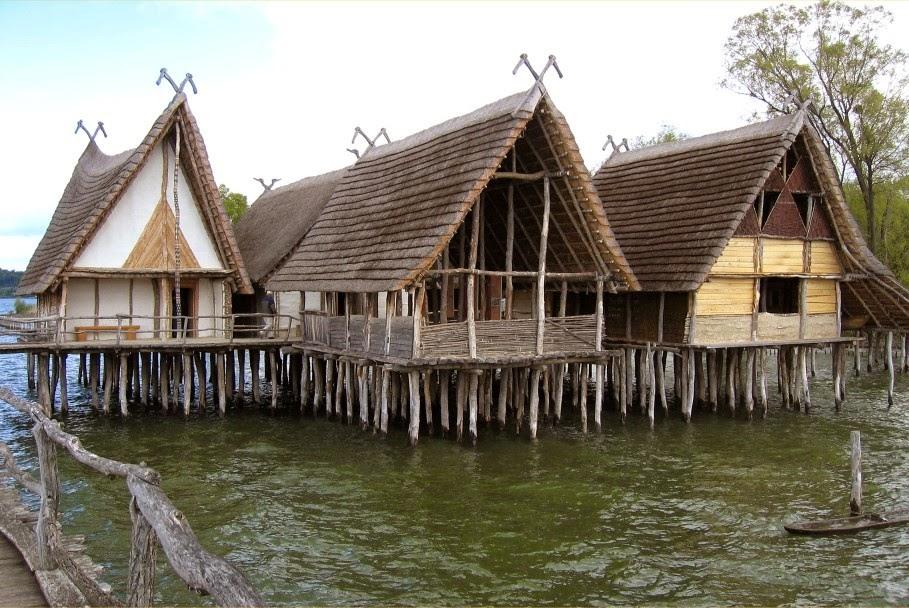 Địa điểm xây dựng những nhà ở Pile chủ yếu gần các hồ, sông, vùng đất ven sông hoặc vùng đất ngập nước.