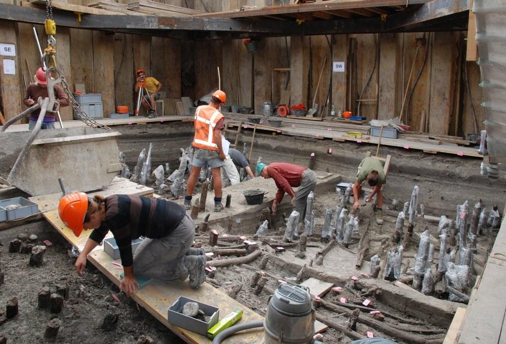 Các nhà khảo cổ tiến hành nhiều cuộc khai quật ở nhà ở Pile.