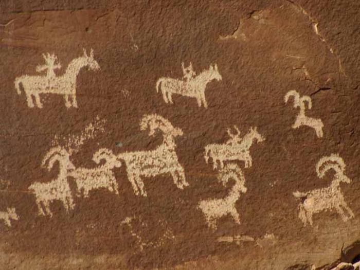 Những bức tranh thời kỳ sau mô tả những động vật chăn thả thời kỳ đó của cư dân tiền sử với nét vẽ tinh xảo hơn.