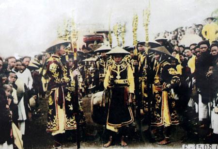 Lễ cúng Tổ ở địa phương thì lại được cử hành vào ngày 12/3 âm lịch kết hợp với thờ Thổ kỳ.