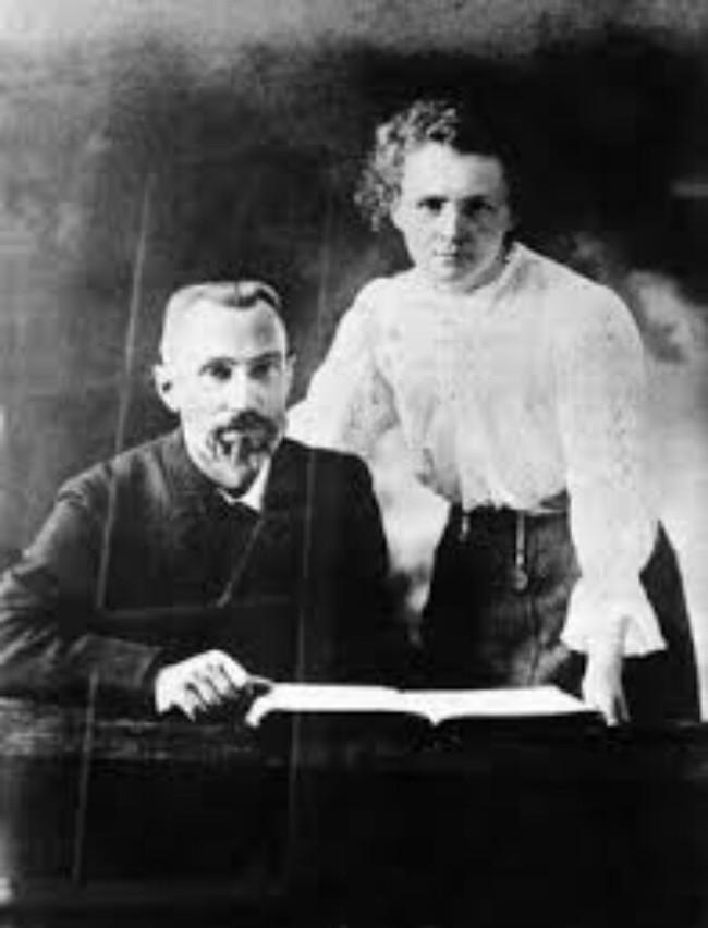 Vợ chồng bác học Curie.