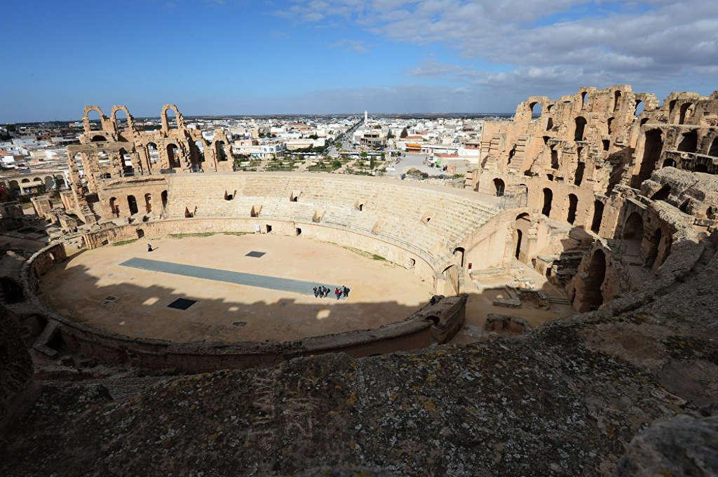 Nhà hát El Jem ở Tunisia là biểu tượng cho các công trình của Đế chế La Mã và là công trình lớn thứ 3 của Đế chế này.