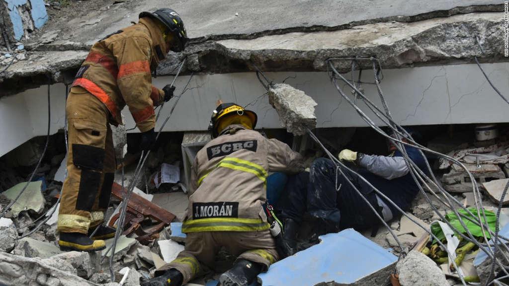 Khoảng 10.000 binh lính và 3.500 cảnh sát đã được triển khai tới nhiều khu vực bị ảnh hưởng để bắt đầu chiến dịch cứu nạn