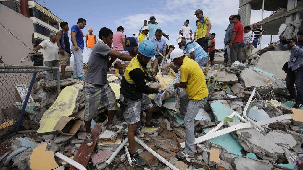 Nhiều ngôi nhà đã bị sập và mất điện trên diện rộng