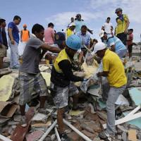 Cận cảnh động đất kinh hoàng ở Ecuador khiến 246 người thiệt mạng