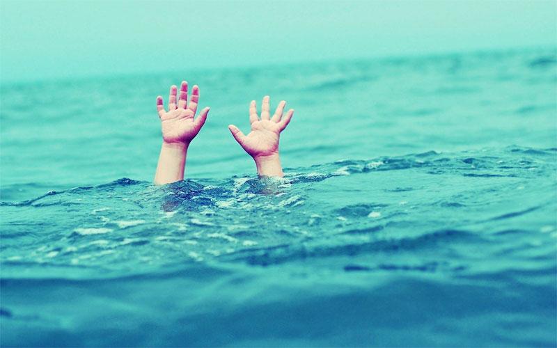 Hàng năm cứ vào mùa hè lại xảy ra nhiều vụ trẻ bị đuối nước khi đi tắm biển, hồ.