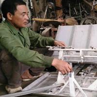 Nông dân sáng chế máy cấy giúp vợ việc đồng áng