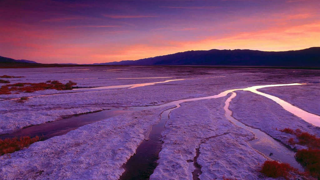 Thung lũng rất sâu và hoang vu, đáy là dòng sông cạn Amagesa với những cồn cát lởm chởm khắp nơi và giữa thung lũng là một quần thể cồn cát rộng khoảng 155km2, là nơi hoang vu nhất trong thung lũng.