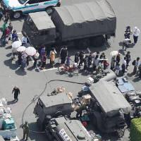 Người Nhật xếp hàng nhận cơm nắm sau thảm họa động đất