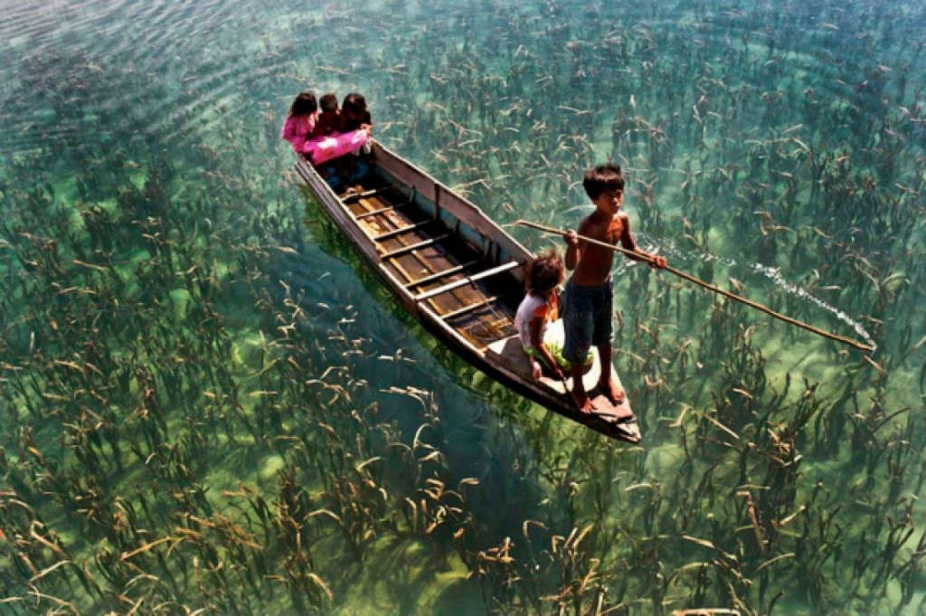 Hồ nước trong vắt ở Sabah, Malaysia