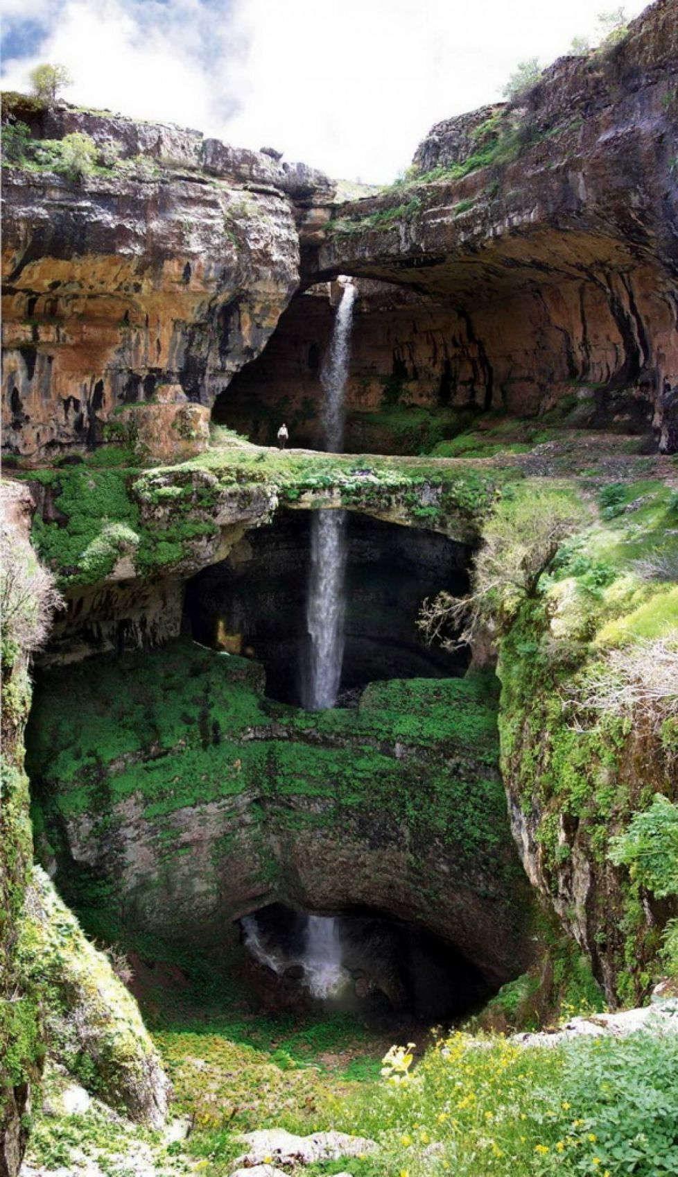 Thác nước Baatara Gorge ở Tannourine, Lebanon