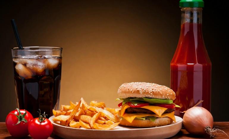 Fastfood dường như là một phần không thể thiếu của xã hội hiện đại.