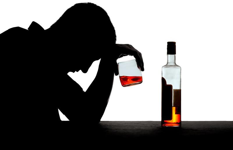 Người không dung nạp được nhiều rượu có thể sẽ bị ngộ độc nếu uống quá nhiều.