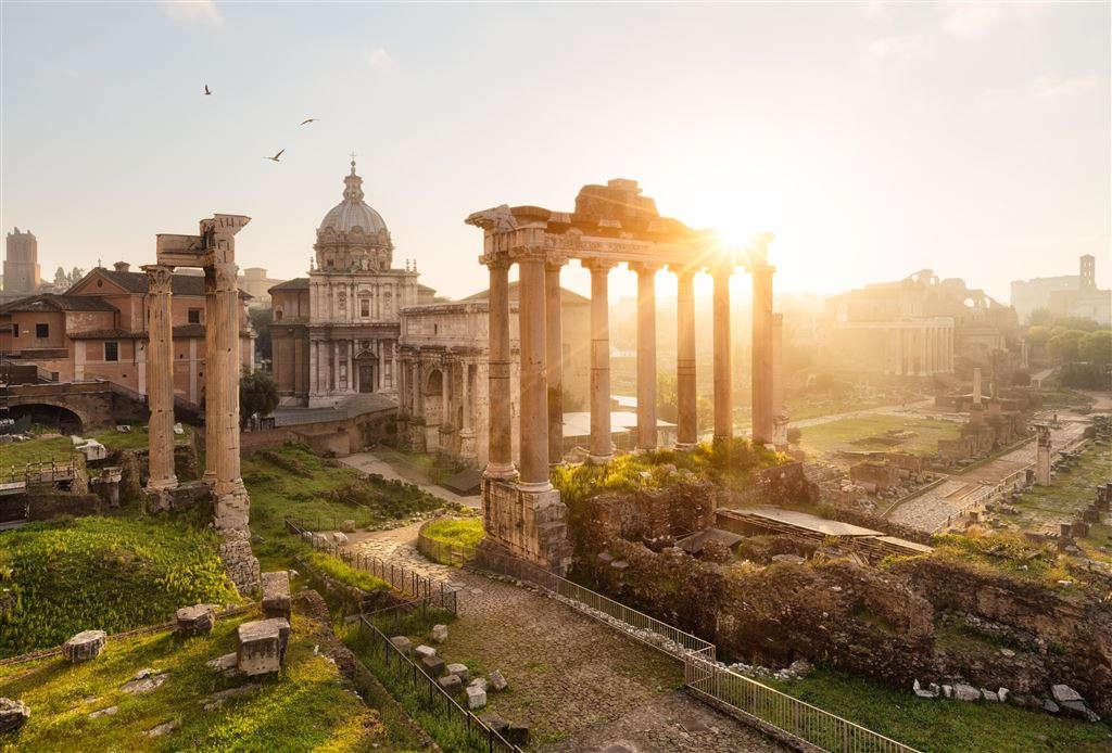 Những di tích cổ của thành Rome làm sống dậy một thời kỳ huy hoàng của lịch sử.